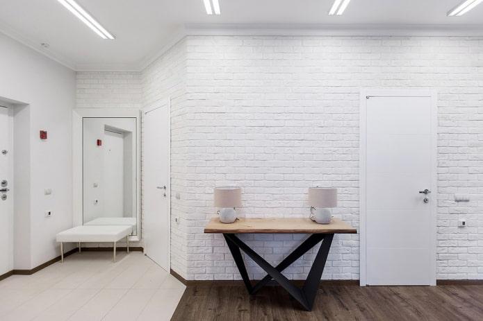 комбинация ламината и плитки в интерьере прихожей