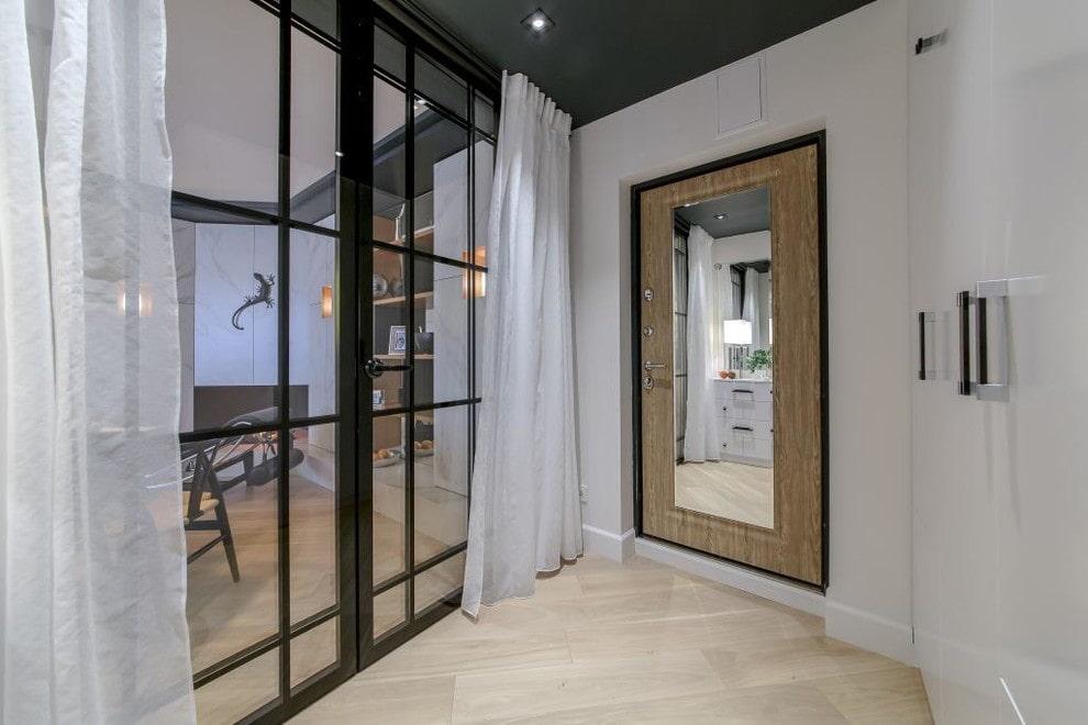 зеркальная входная дверь