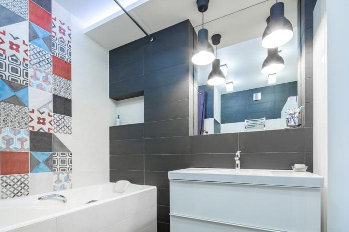 ниша с зеркалом в интерьере ванной