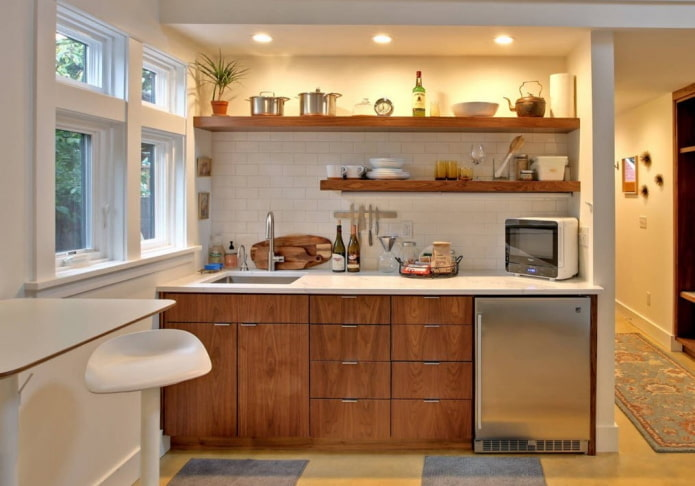 кухня в нише с подсветкой в интерьере