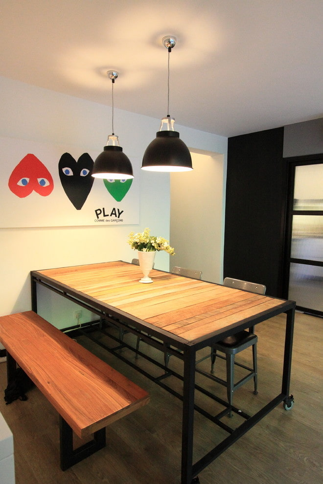 обеденный стол в интерьере в стиле лофт