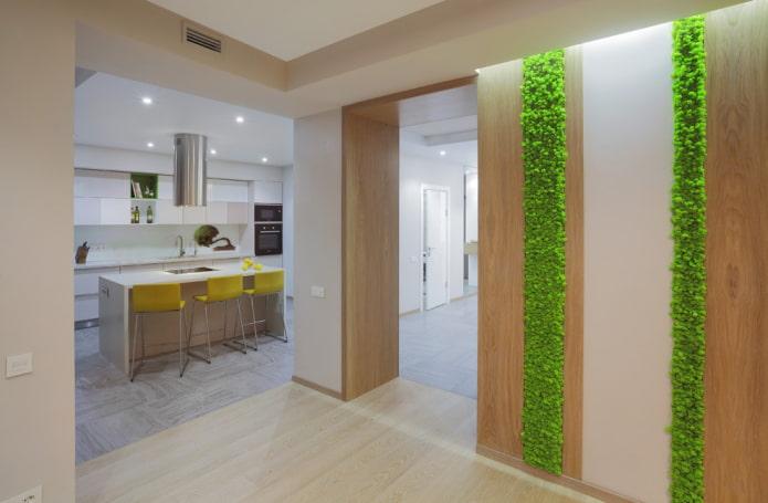 дверной проход декорированный деревом