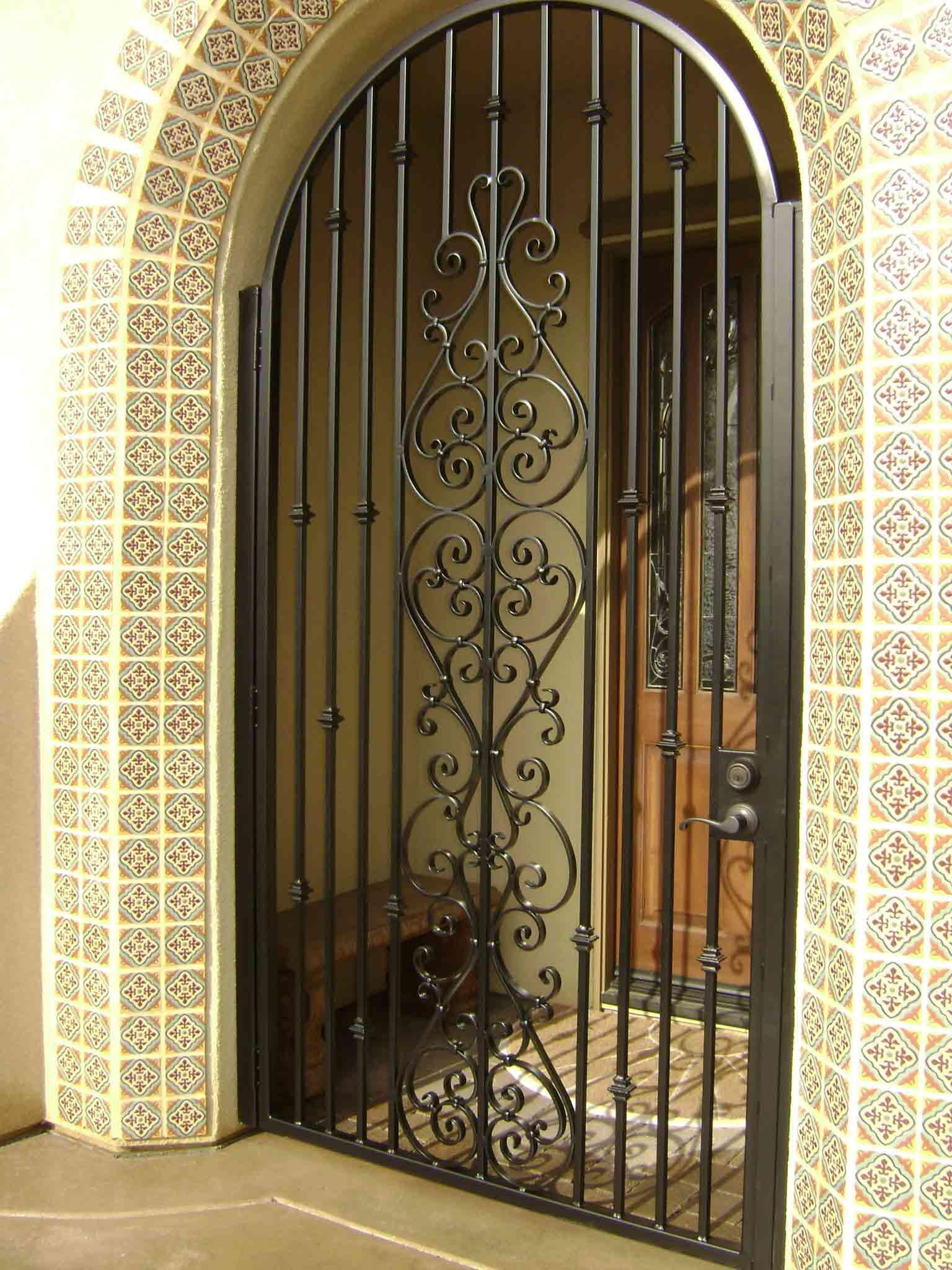 Решетки на двери картинки