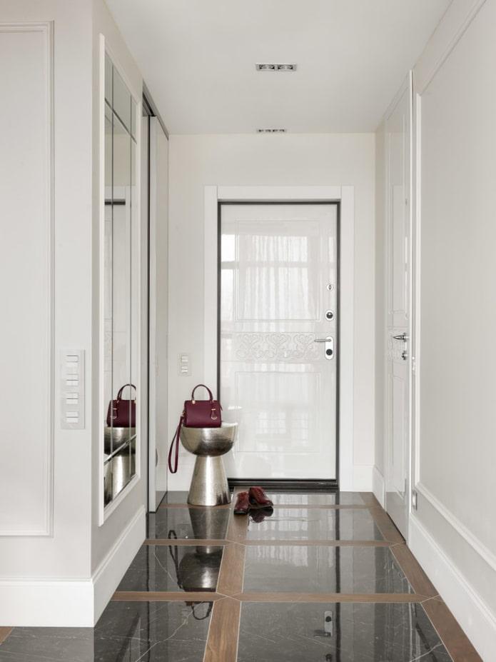входные белые двери в интерьере