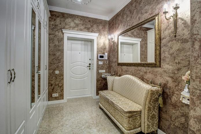 входная дверная модель в классическом стиле
