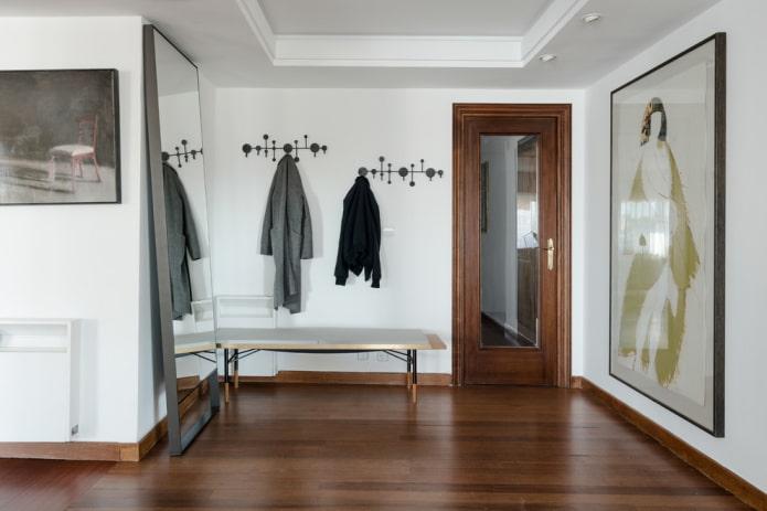 входные полотна с зеркалом в интерьере