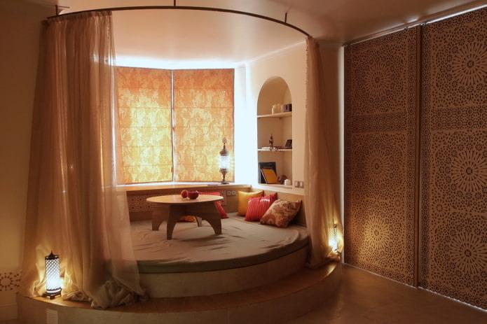 Полукруглая кровать