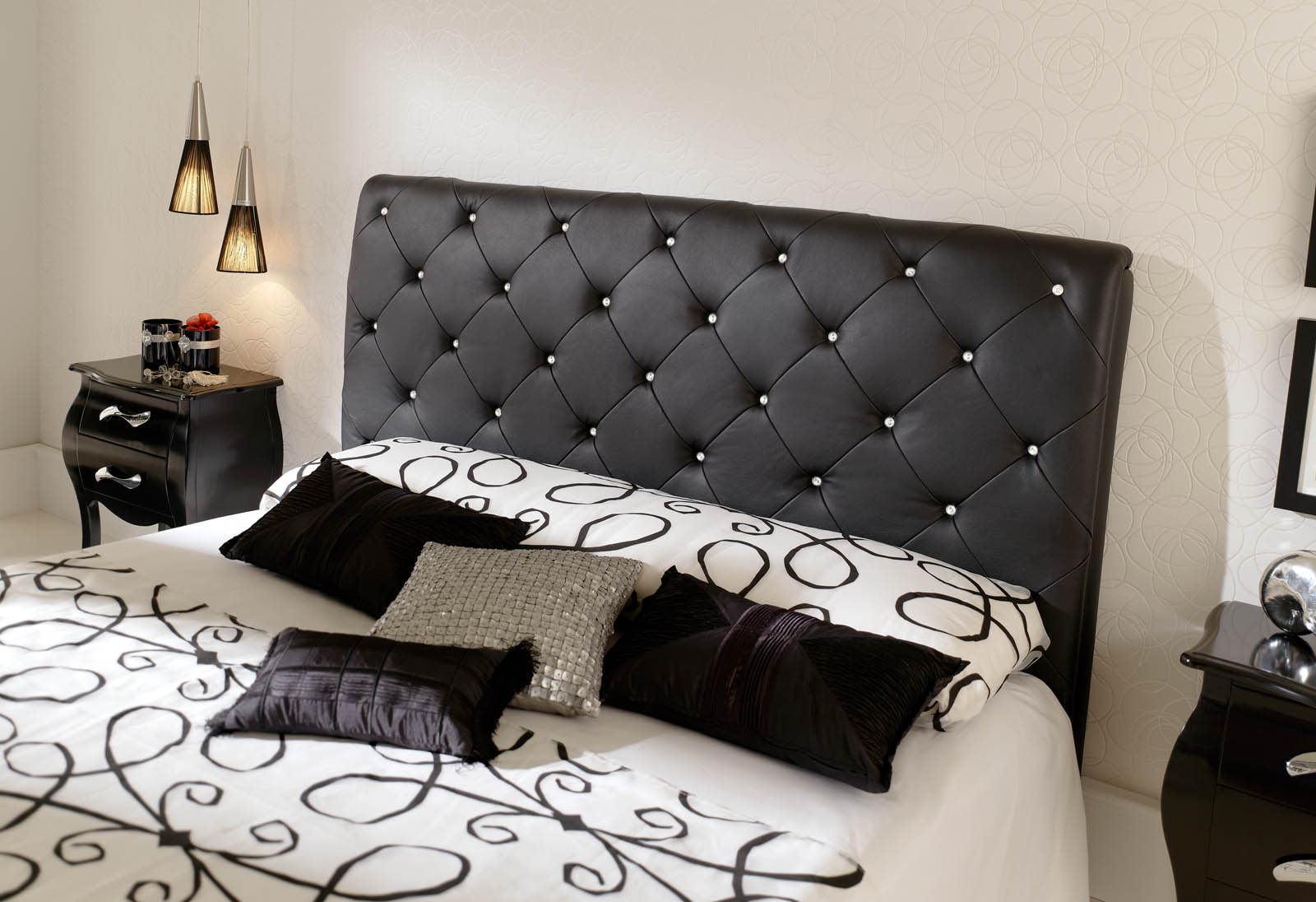 Кровать белая со стразами фото данного