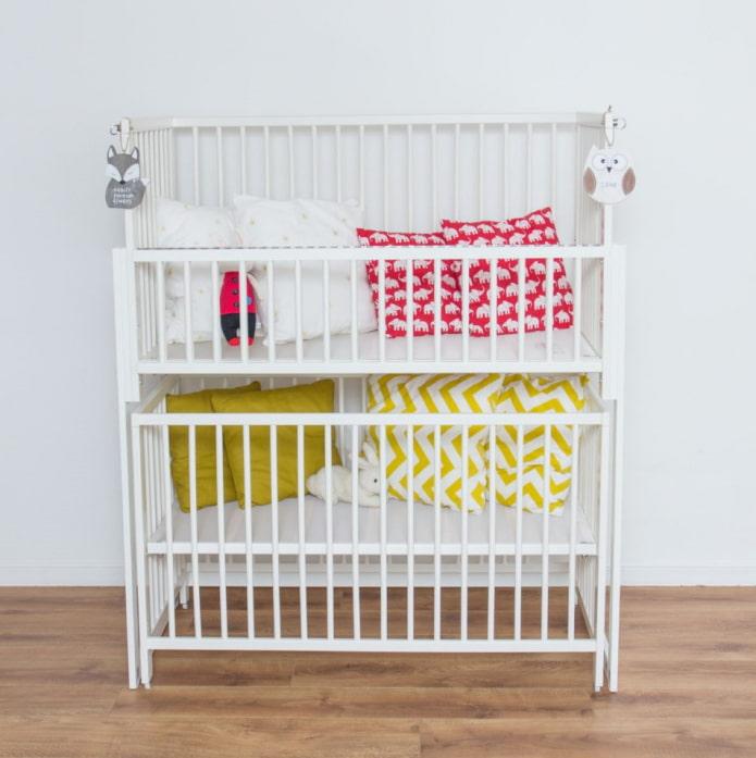 двухъярусная детская кроватка в интерьере