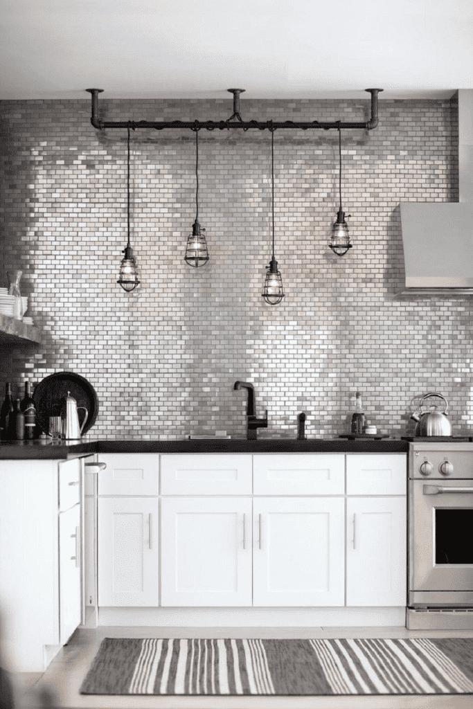 Мозаичный фартук до потолка