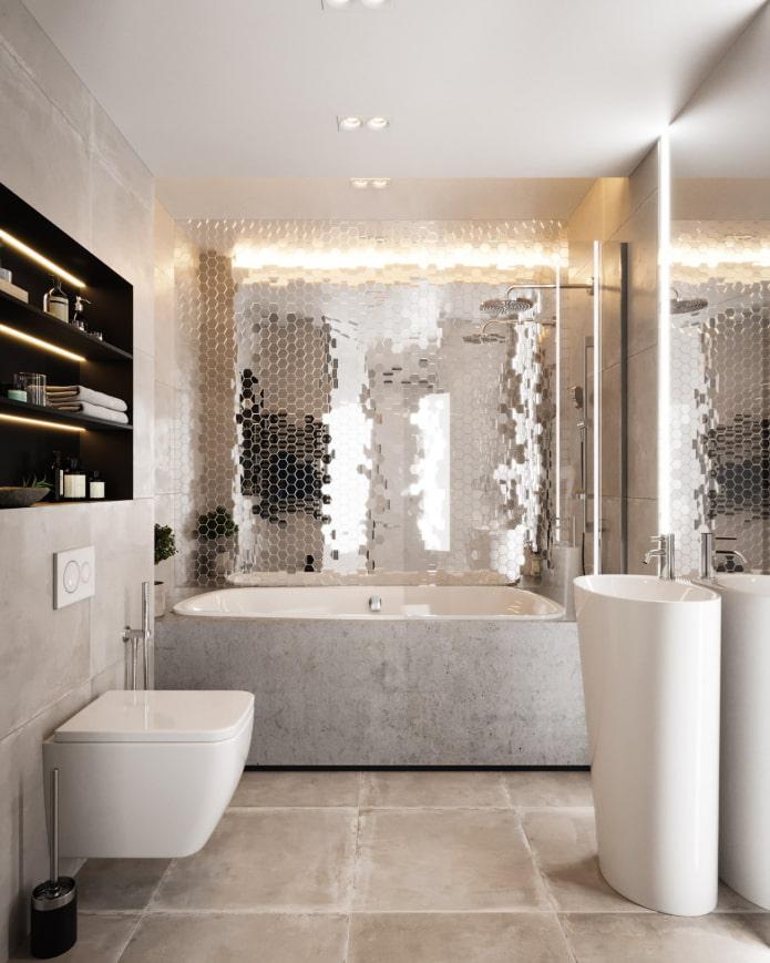 стены из зеркальной мозаики в ванной