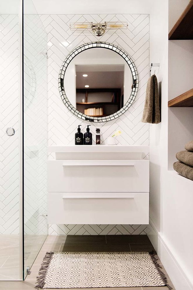Круглое зеркало с мозаикой