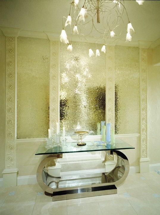 Декор из мозаики в коридоре