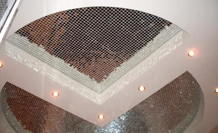 потолок оформленный мозаикой