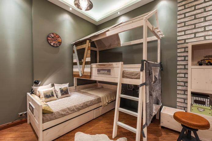 угловая кровать в виде домика в детской