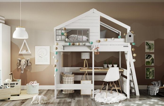 кровать в виде домика с рабочим местом в детской