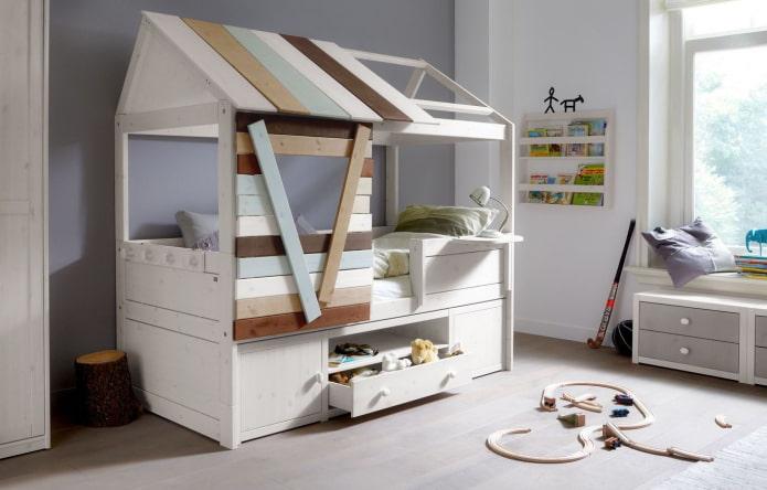кровать в виде домика с ящиками в детской