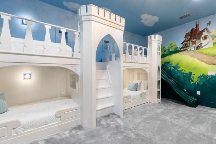 кровать в виде замка в детской