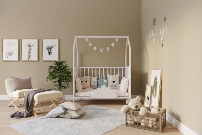 белая кровать в виде домика в детской