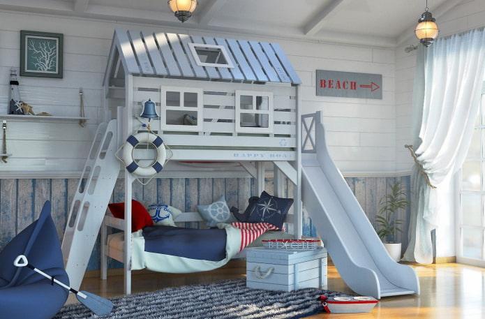 кровать в виде домика в морском стиле