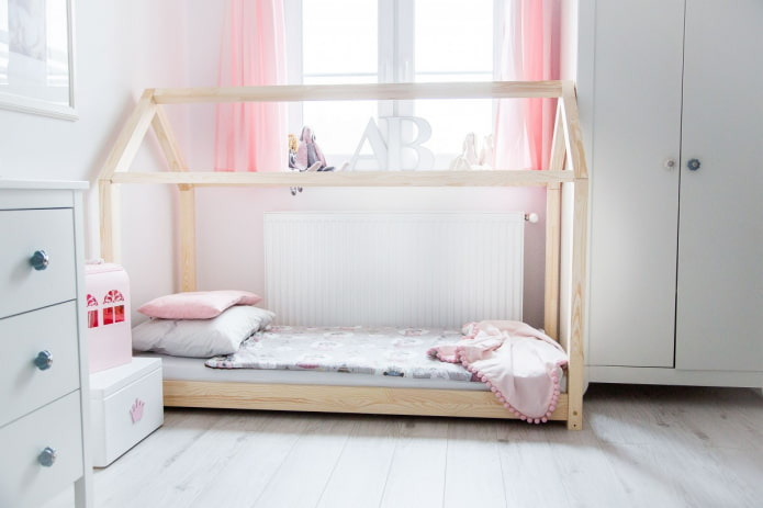 кровать в виде домика в скандинавском стиле