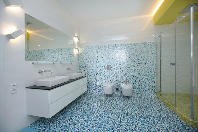 мозаика на полу в интерьере ванной