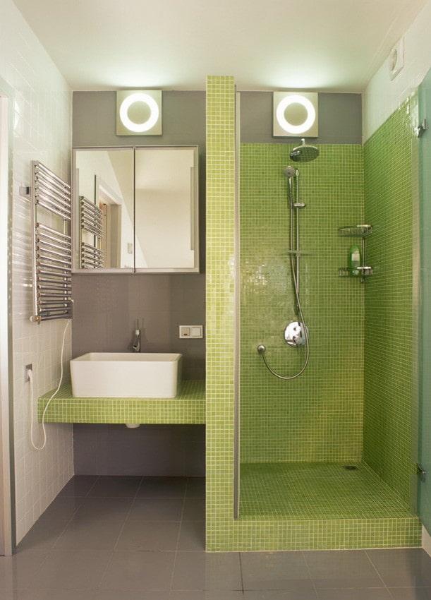 душевая из зеленой плитки в интерьере