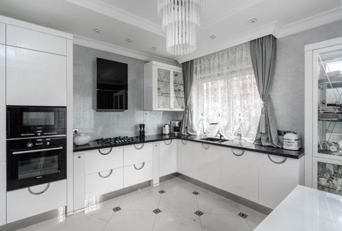 напольная плитка со вставками в интерьере кухни