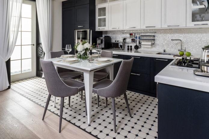 напольная мозаичная плитка в интерьере кухни