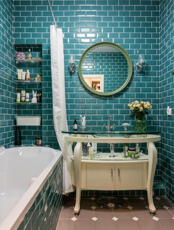 плиточная раскладка со смещением в ванной
