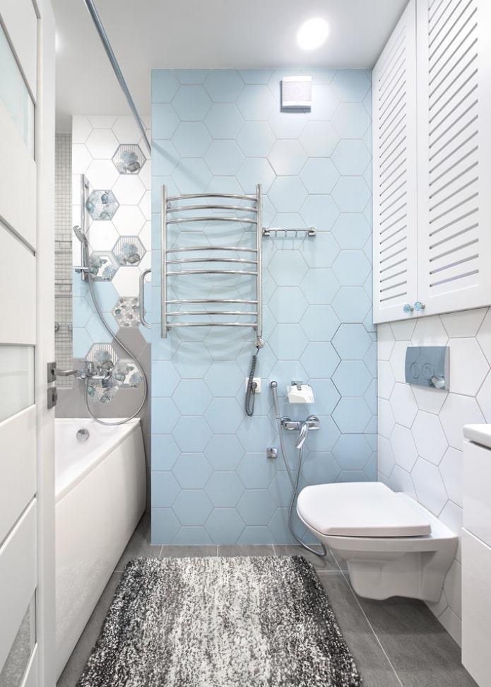 Голубая облицовка стены