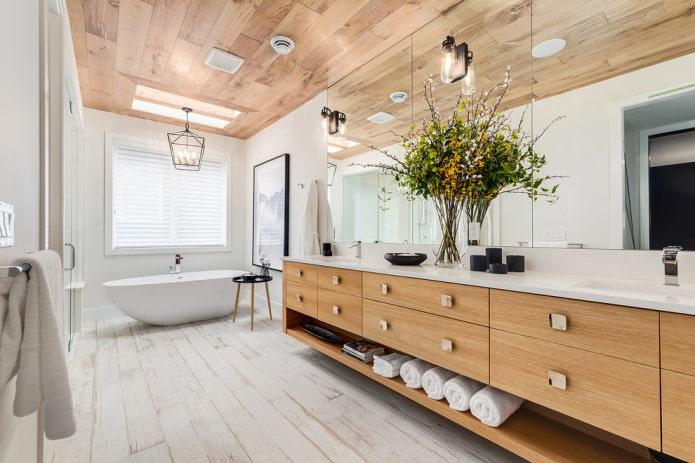потолочная плитка под дерево в интерьере ванной