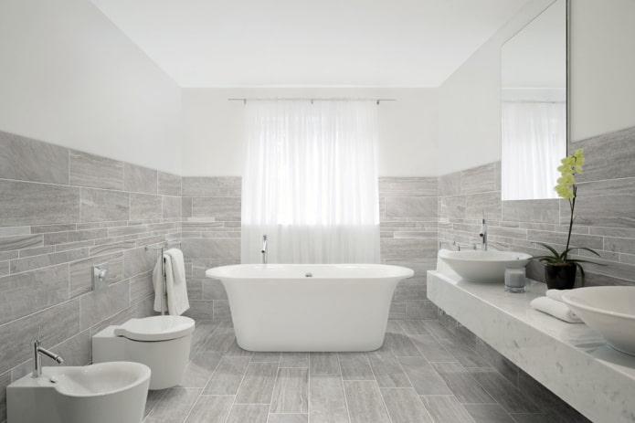 плитка под дерево в интерьере ванной