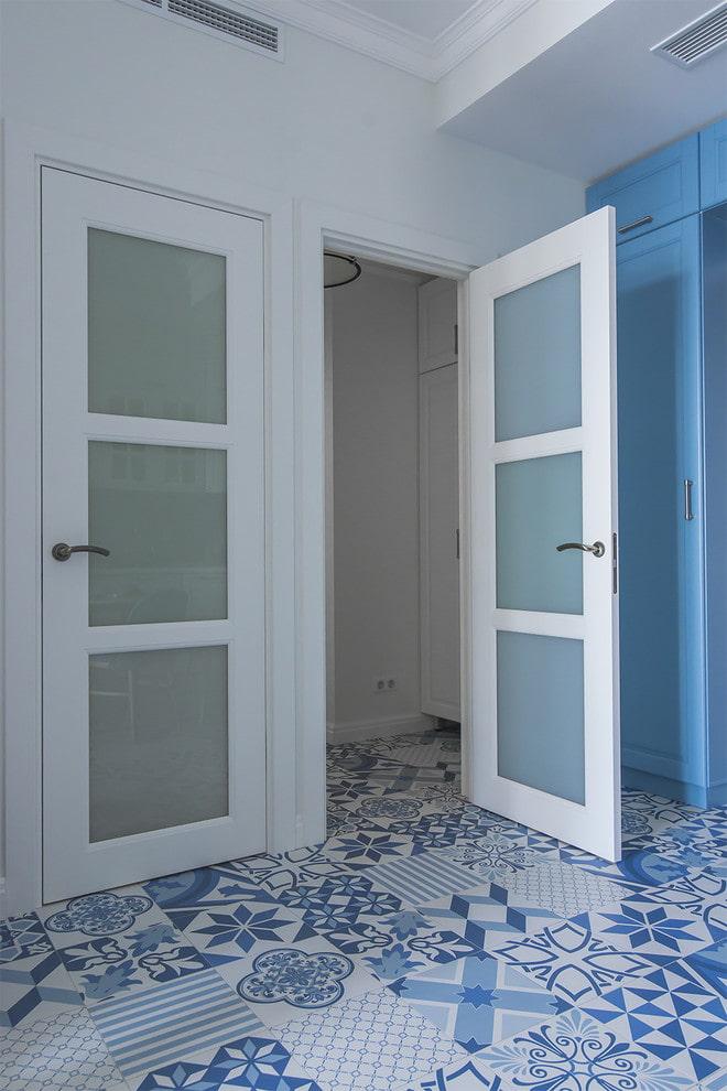 Линолеум под плитку: 50 фото в интерьере, идеи для кухни, ванной и прихожей