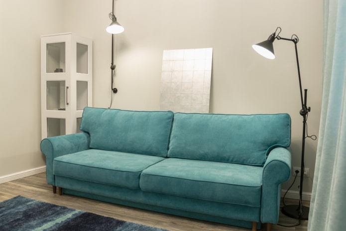 прямой диван бирюзового цвета в интерьере