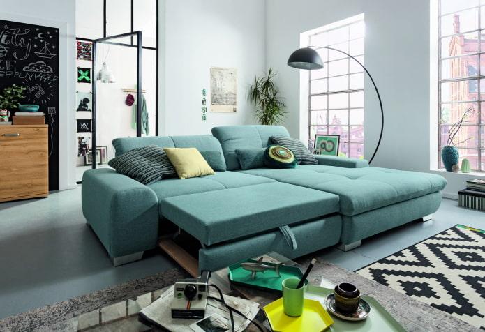 раскладной диван бирюзового цвета в интерьере