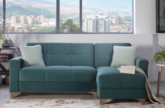 диван темно-бирюзового цвета в интерьере