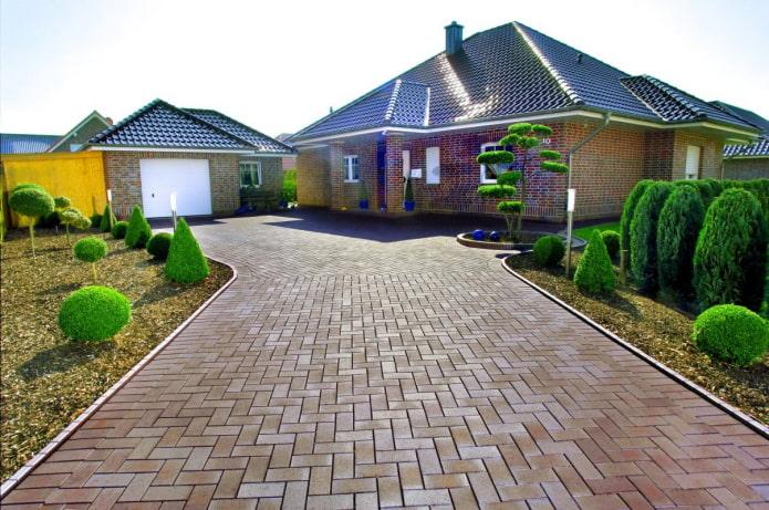 плитка для тротуара коричневого цвета