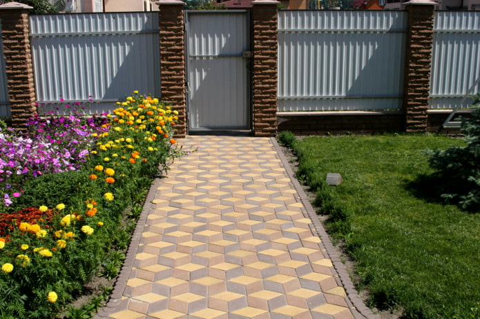 плитка для тротуара на даче