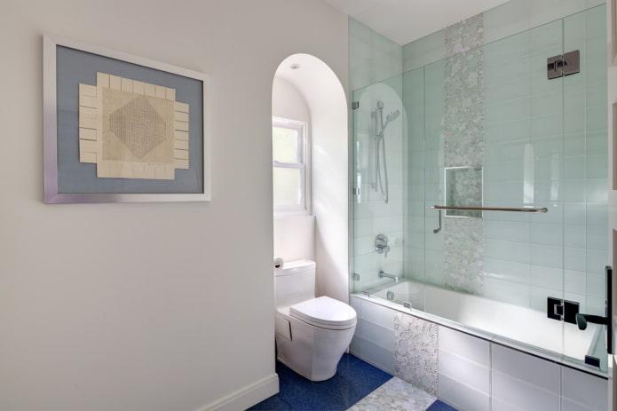 Прозрачная плитка в ванной