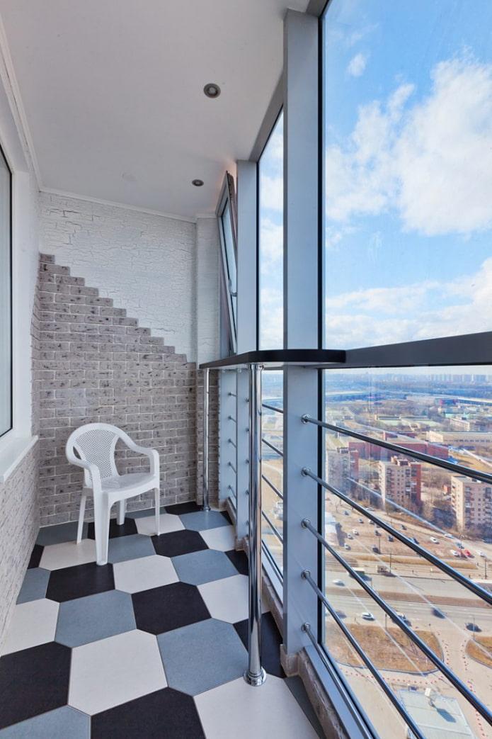 плитка для пола в интерьере балкона