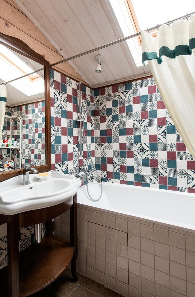 плиточная отделка квадратиками в интерьере ванной