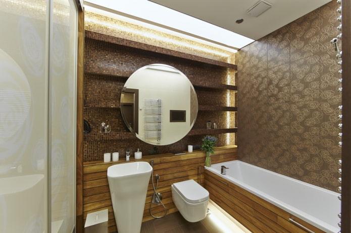 полки с плиточной отделкой в ванной комнате