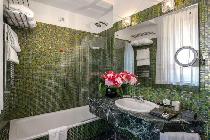 плитка зеленого цвета в интерьере ванной