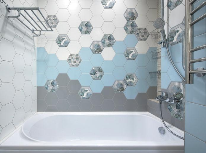 плиточная отделка сотами в интерьере ванной