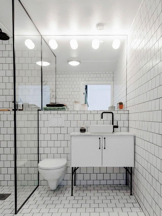 плитка белого цвета в интерьере ванной