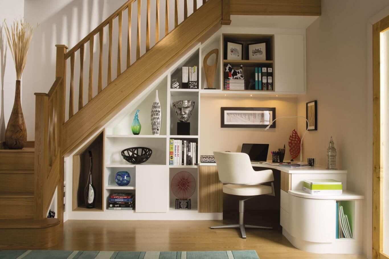 того, места хранения под лестницей фото намного
