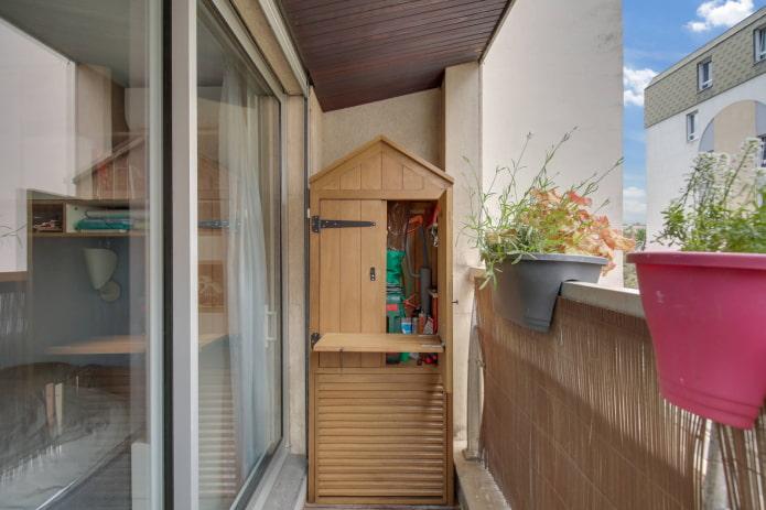 Домик-мастерская на балконе