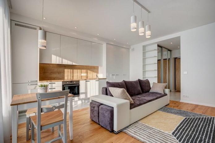 интерьер кухни-студии с перегородкой в виде дивана