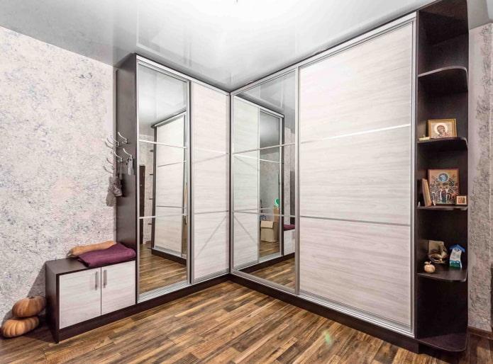 Угловая прихожая в коридор: фото, идеи для маленькой площади
